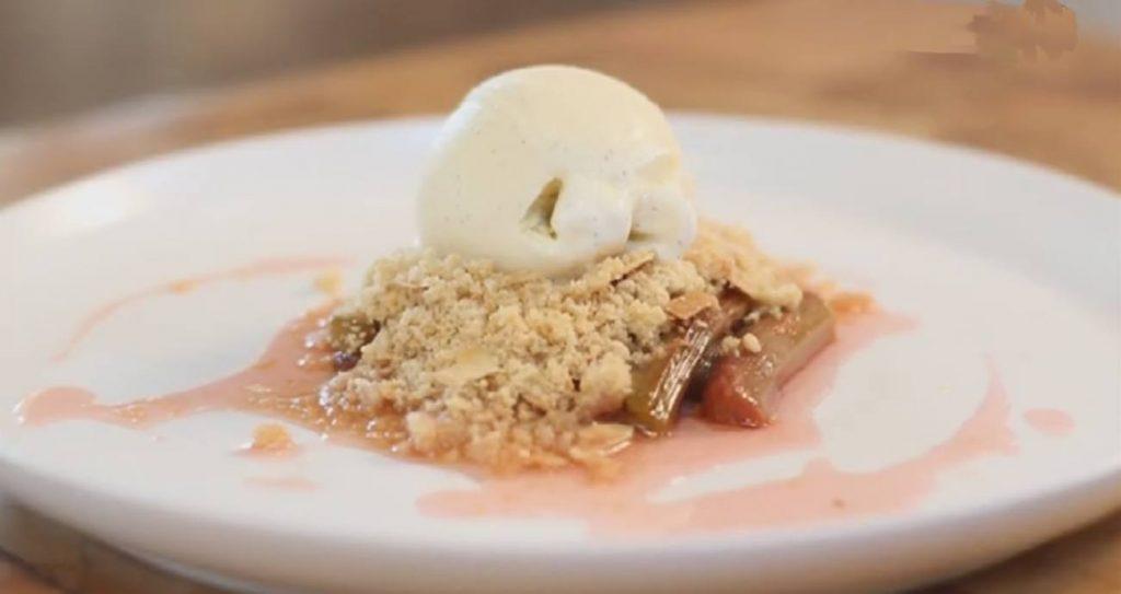 Rhubarb Almond Crumble